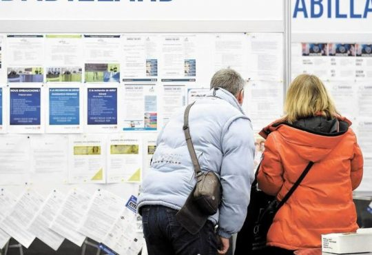 Plus de 92 % des offres d'emplois cherchent des unilingues au pays