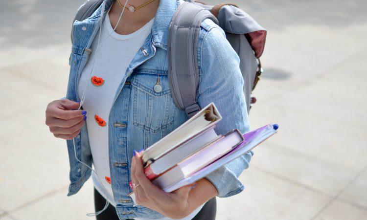 Étudiants étrangers au Canada : 3 ressources pour bien les guider
