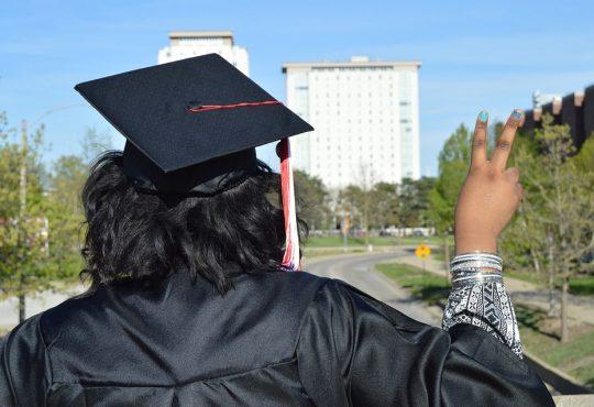 Les Autochtones plus diplômés que jamais, mais des lacunes demeurent