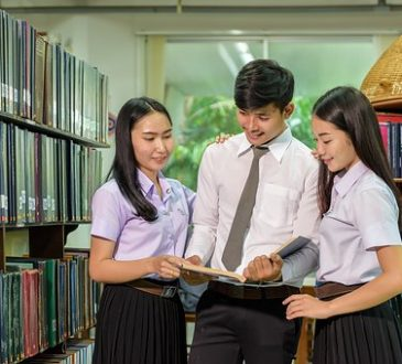 Comment les universités peuvent-elles soutenir les étudiants étrangers?