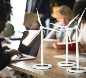 Le Canada appuie les emplois et la formation liés aux changements climatiques pour les étudiants