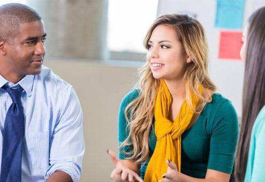 Évaluer les défis des diplômés au début de leur vie professionnelle