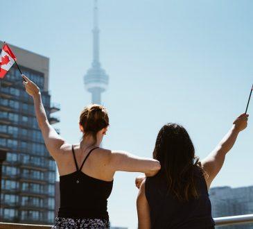 Le gouvernement du Canada aide de nouveaux arrivants formés à l'étranger et de jeunes canadiens à travailler au Canada