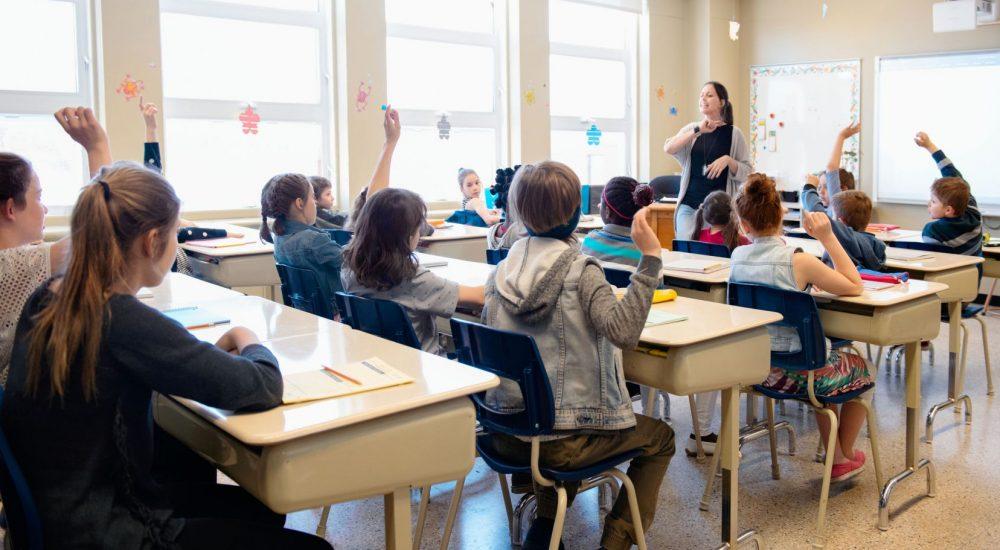 Les professeurs veulent un salaire égal à la moyenne canadienne