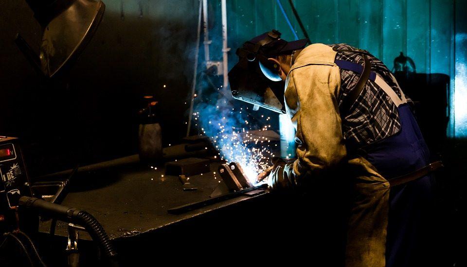 Métiers : des employeurs demandent l'aide du gouvernement pour former des apprentis