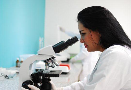 Les femmes et filles scientifiques sont indispensables pour relever le défi du 21e siècle