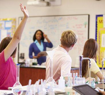 Persévérance scolaire: aller à l'école ou au travail