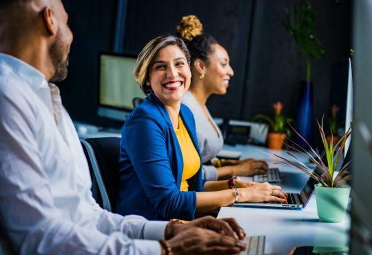 Comment élaborer un plan d'études pour soutenir la réussite professionnelle des nouveaux arrivants