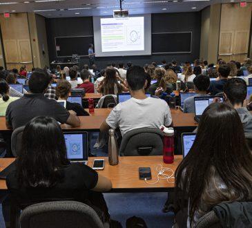 Diplômés universitaires: l'écart se creuse entre les hommes et les femmes