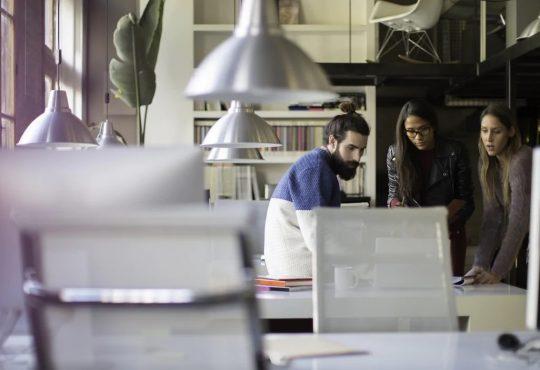 Des espaces de travail collaboratif révisent leur vocation