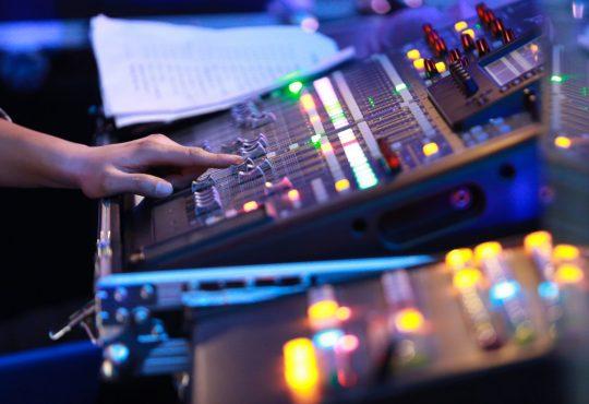 L'emploi continue de chuter dans les arts du spectacle