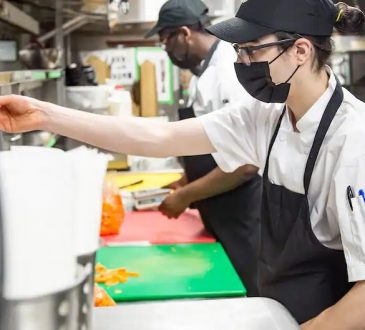 Pénurie de main-d'œuvre: les employeurs se disputent les travailleurs