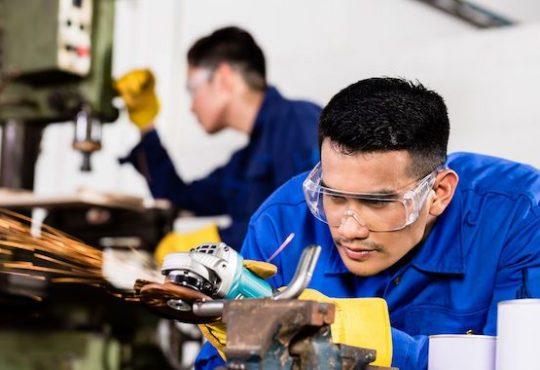 SECTEURS >MANUFACTURIER Immigration: des PME veulent plus d'employés non qualifiés